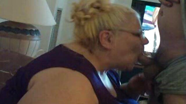 Dorosły bez rejestracji  Blondynka daje swojemu chłopakowi dziurkę, filmy porno full hd cipkę, daje jej stan namiętności, a sama szorstka w cipkę