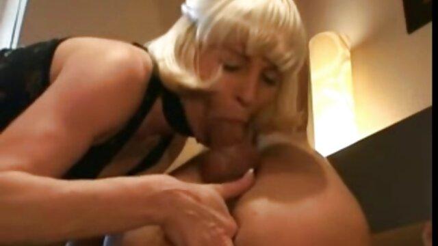 Dorosły bez rejestracji  Soczysta mama odpoczywa w łazience erotyka filmy hd uprawia seks z młodym mężczyzną w świetle świecy