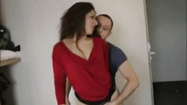 Dorosły bez rejestracji  Młoda kobieta, która jest bardzo zainteresowany seksem, ale facet nie działa, umieszcza filmiki hd porno go na krześle, a następnie czeka, aż znajdzie nieprzyjemny piękny tyłek