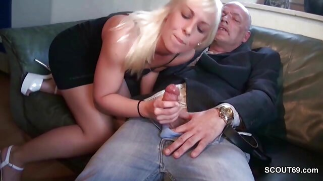 Dorosły bez rejestracji  Blondynka Rosyjska pochylona po darmowe filmiki porno hd masażu nogą pozwala facetowi utwardzić nowotworem